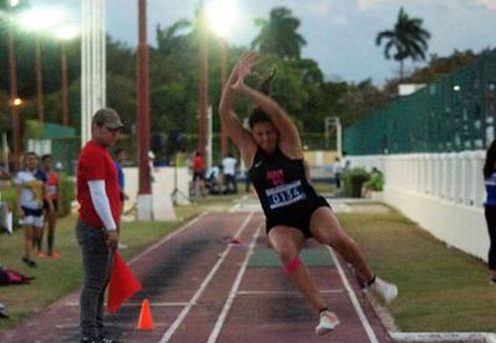 Salto de longitud fue una de las disciplinas en donde la Uady destacó. (Foto: Novedades Yucatán)