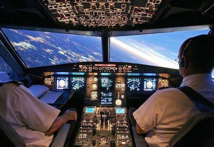 El mexicano viajaba como segundo piloto del vuelo en el que iban tres tripulantes técnicos. (Internet)