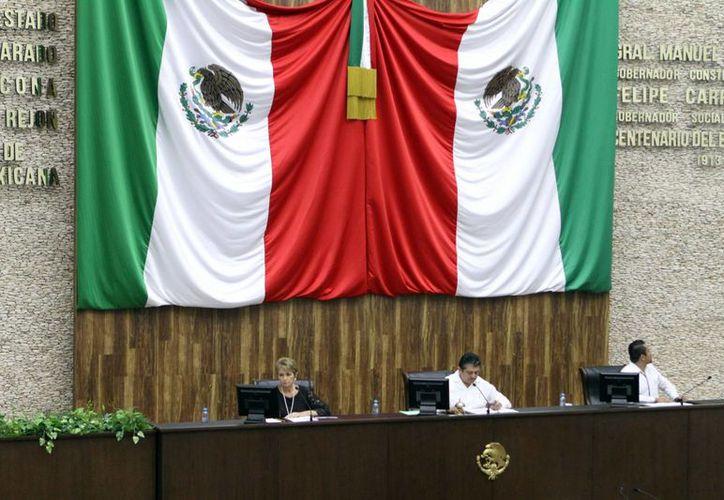 Integrantes del Congreso del Estado aprobaron el dictamen para inscribir, el próximo 13 de enero de 2016, con letras doradas en el muro de honor, el nombre de Elvia Carrillo Puerto. (Milenio Novedades)