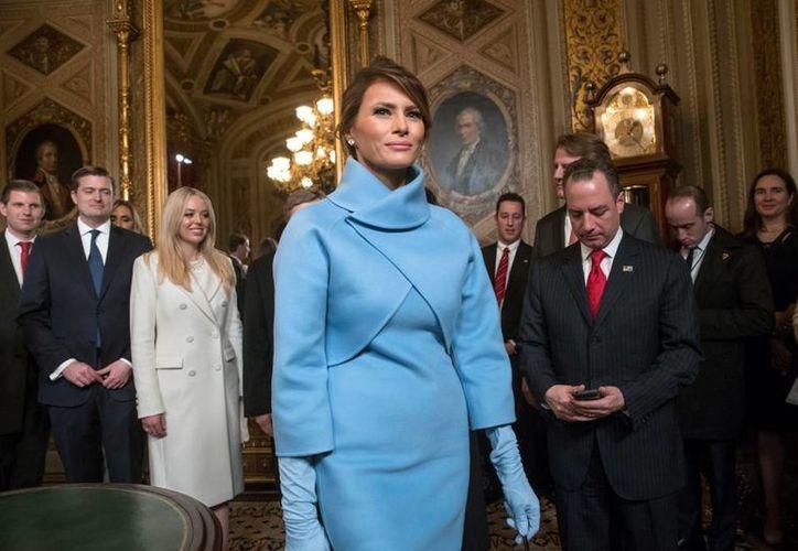 En los actos de la asunción de Donald Trump fueron las últimas veces en que fue vista en público Melania Trump, quien ya había dicho que no se mudaría inmediatamente a Washinghton. (AP/J. Scott Applewhite)