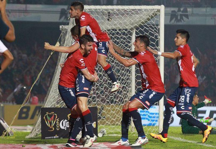 La noche de este miércoles en el estadio Luis 'Pirata' Fuente,  el Veracruz goleó 4-1 a los Rayos del Necaxa para alzarse con la Copa MX. (Notimex)