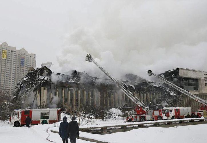 Un gran incendio se produjo en la biblioteca del Instituto de Información Científica y Ciencias Sociales (INION, en ruso) de Moscú. (EFE)