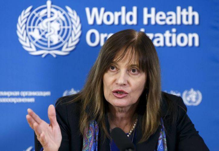 Marie-Paule Kieny, directora general adjunta de la OMS, durante el anuncio de la vacunación, este viernes 9 de enero de 2014, en Ginebra, Suiza. (AP)
