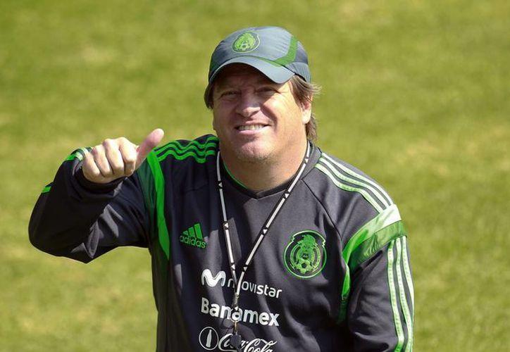 Además de los jugadores de Águilas y  Esmeraldas, Miguel Herrera llamó a los delanteros Alan Pulido y Oribe Peralta. (Archivo Notimex)
