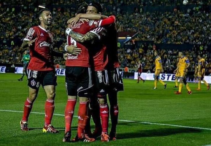 Con un doblete de Dayro Moreno a los 42 y 61 minutos, los Xolos de Tijuana vencieron este sábado a los Tigres de la UANL, en la fecha seis del Clausura 2016. (Twitter: @@infofut_world)
