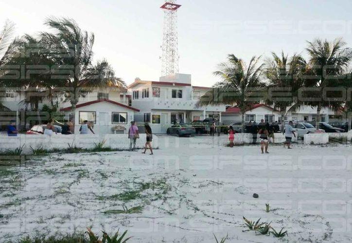 Un hombre fue atacado con un arma de fuego en la playa de Puerto Morelos. (Rubén Darío Cruz/SIPSE)