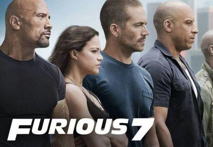 La nueva entrega de la saga Rápidos y Furiosos se promueve como Furiosos 7. (criticsight.com)