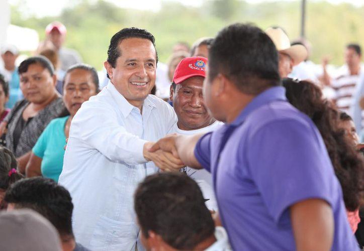 Los habitantes de las comunidades agradecieron la atención directa del gobernador Carlos Joaquín González. (Redacción/SIPSE)