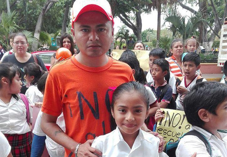 Renán y su hija Jordania, de diez años. (Milenio Novedades)