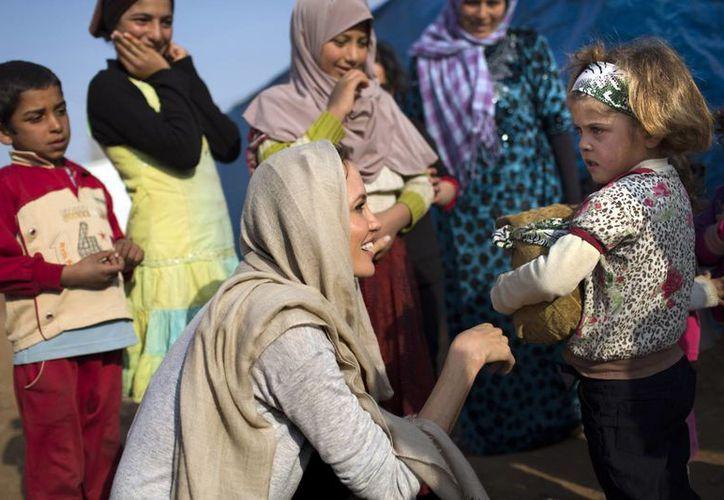 En el viaje de tres días que hizo la actriz Angelina Jolie visitó a niños no acompañados que viven en el Valle Beka, al este de Líbano. (Agencias)