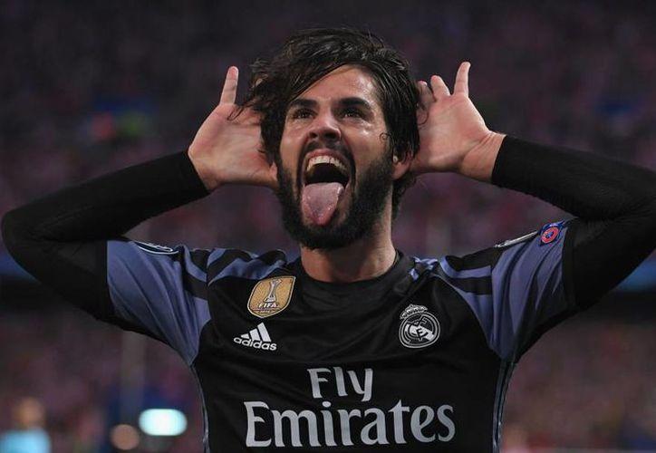 El '22' del Real Madrid se quejó de las reiteradas faltas del conjunto rojiblanco que el colegiado no señaló. (Foto: Contexto/Internet)