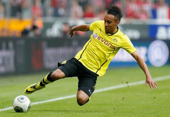 Pierre-Emerick Aubameyang hizo uno de los goles para Borussia Dortmund, que esta vez ganó 3-2 al colero Stuttgart en Bundesliga. (standard.co.uk)