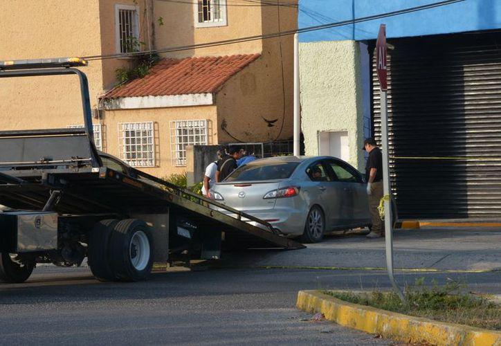 El vehículo fue trasladado a las instalaciones del Semefo. (Redacción/SIPSE)