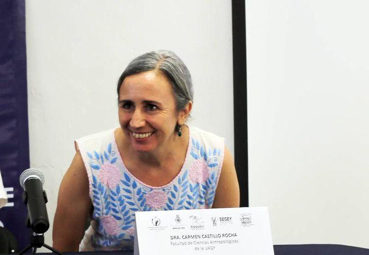 """La doctora Carmen Castillo Roche presentó su libro """"Pasos hacia la Construcción de una escuela libre de violencia"""" en Mérida. (Milenio Novedades)"""