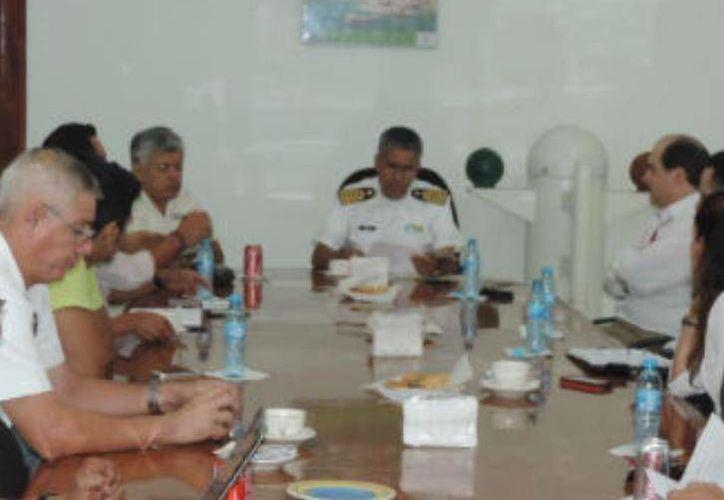 Sesión del comité organizador de los festejos del Día de la Marina en Progreso. (SIPSE)