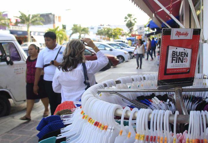 Las empresas ofertan mercancía y servicios durante el Buen Fin. (Harold Alcocer/SIPSE)