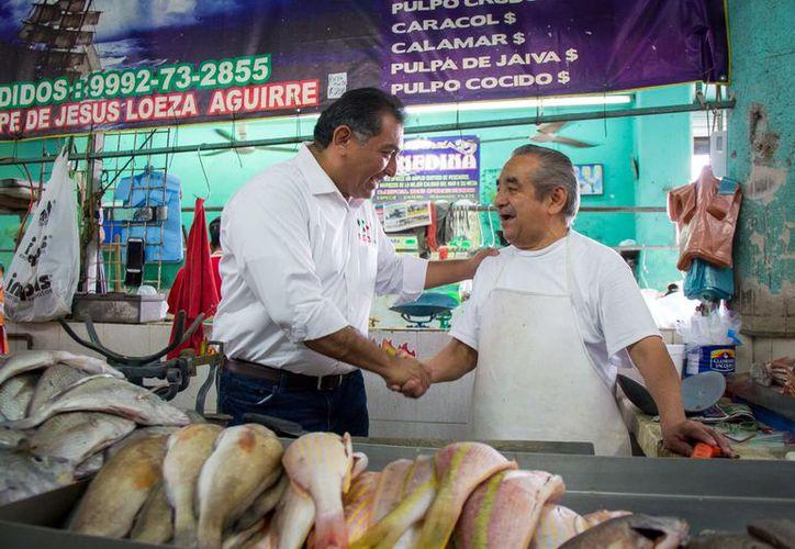 Caballero Durán acudió al mercado a solicitud de diversos oferentes. (Milenio Novedades)