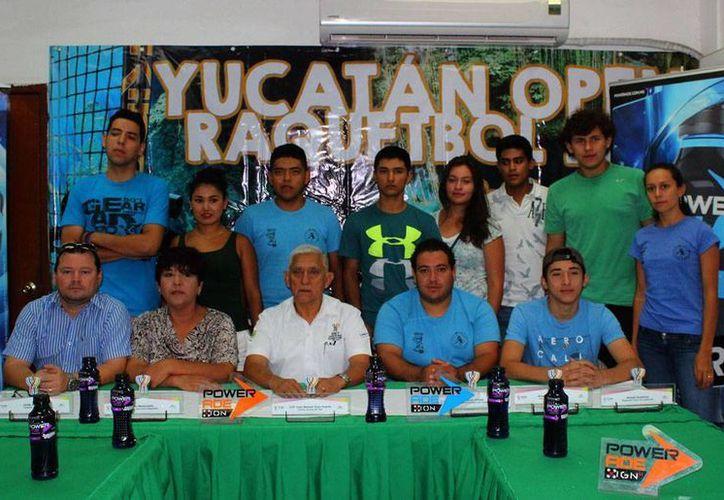 Este lunes se realizó la presentación del Open Yucatán de Ráquetbol, que se realizará del 23 al 25 de junio en el estadio General Salvador Alvarado. (Milenio Novedades)