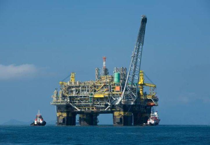 Hasta ahora, Cuba solo cubre con producción propia el 50 por ciento de sus necesidades de petróleo. (Archivo/Notimex)