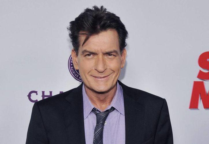 Al actor Charlie Sheen se le impuso este viernes una orden de alejamiento relativa a una exprometida suya llamada Scotine Ross. (AP)