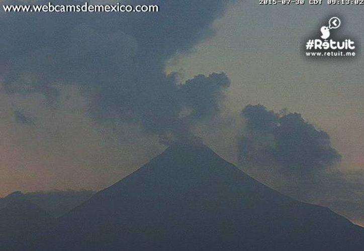 El semáforo de alerta volcánica seguirá en color ámbar, un estado de alerta en todos los municipios cercanos al Volcán El Colima.(webcamsdemexico.com)