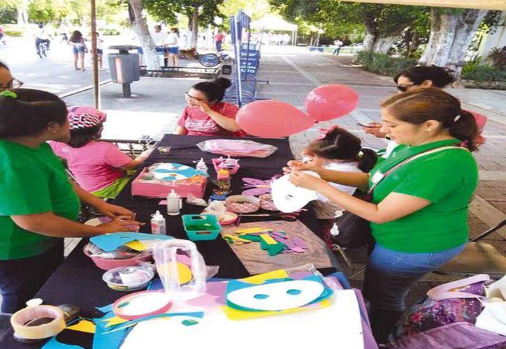 Creación de mascaras de calaveras y catrinas. (Foto: Novedades Yucatán)