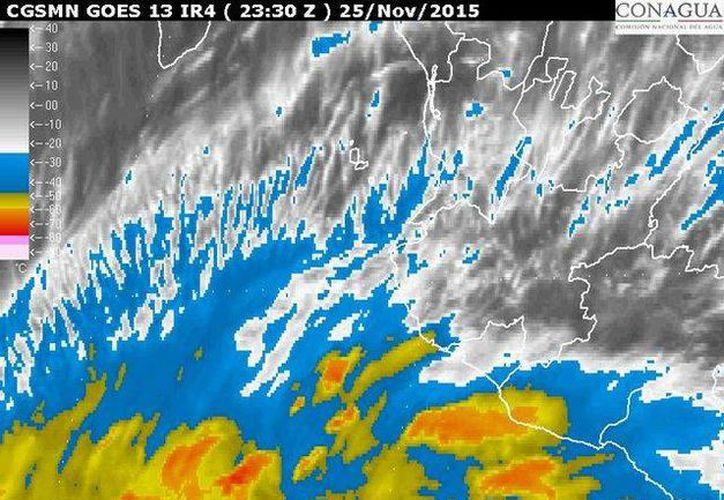 Imagen de satélite que muestra la ubicación del huracán 'Sandra' en el Océano Pacífico. Al momento está causando intensas lluvias en los estados de ese litoral. (smn.conagua.gob.mx)