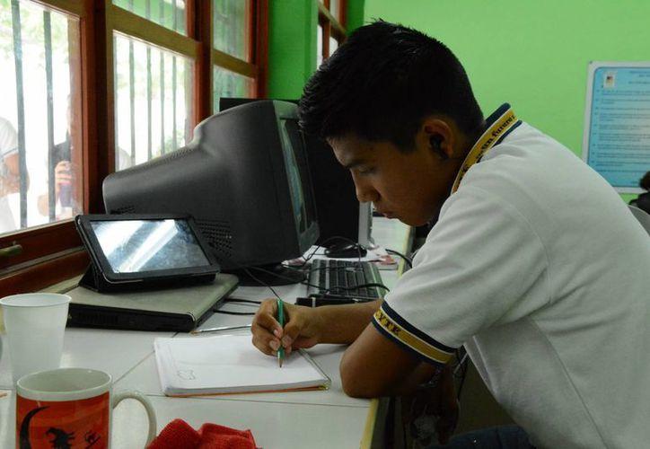 Las solicitudes de los exámenes iniciaron en diferentes fechas. (Victoria González/SIPSE)