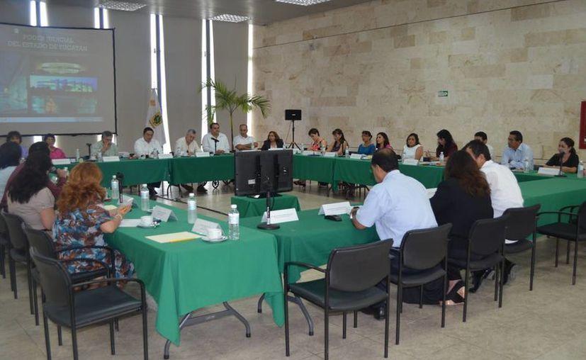 Magistrados y funcionarios del Poder Judicial constataron los avances en la implementación de juicios orales. (Cortesía)