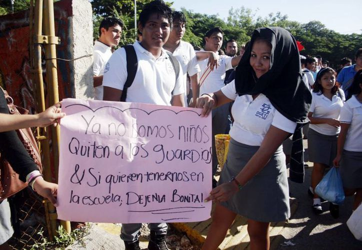 Los alumnos impidieron las clases en el turno matutino.(Milenio Novedades)
