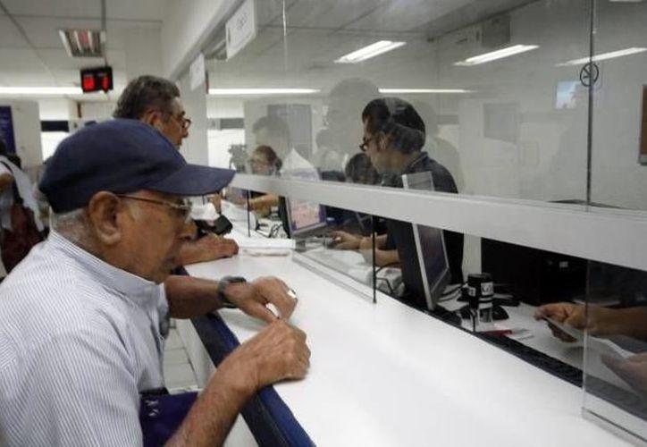 En algunas tiendas de autoservicio las personas podrán hacer retiros y depósitos de efectivo. (Archivo/ SIPSE)