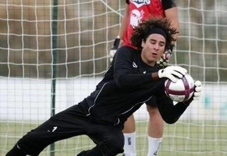 Ochoa y su equipo, el Ajaccio,  por fin ganaron su primer juego en 2013. (Agencias)