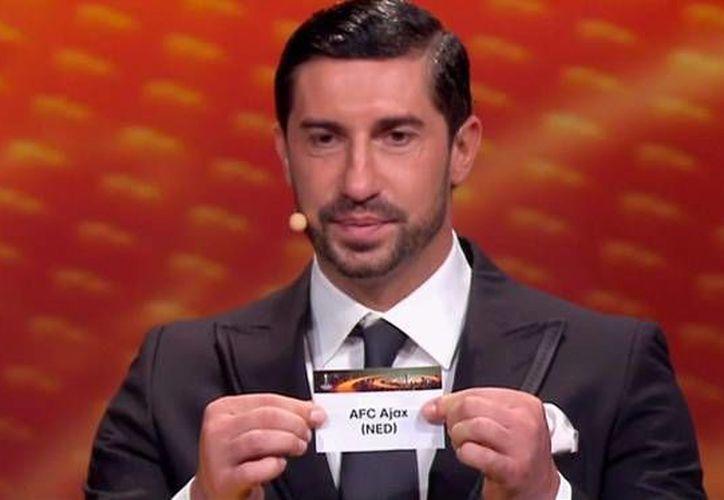 Este viernes se llevó a cabo el sorteo de grupos de la Europa League, que estuvo a cargo del Ivica Dragutinovic, exjugador del campeón del torneo, Sevilla.  (@Futbol_Nervion)