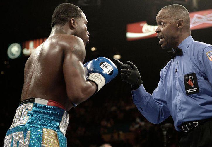 Kenny Bayless ha estado en peleas de Floyd Mayweather, Miguel Cotto y Manny Pacquiao. (Foto: Contexto/Internet)