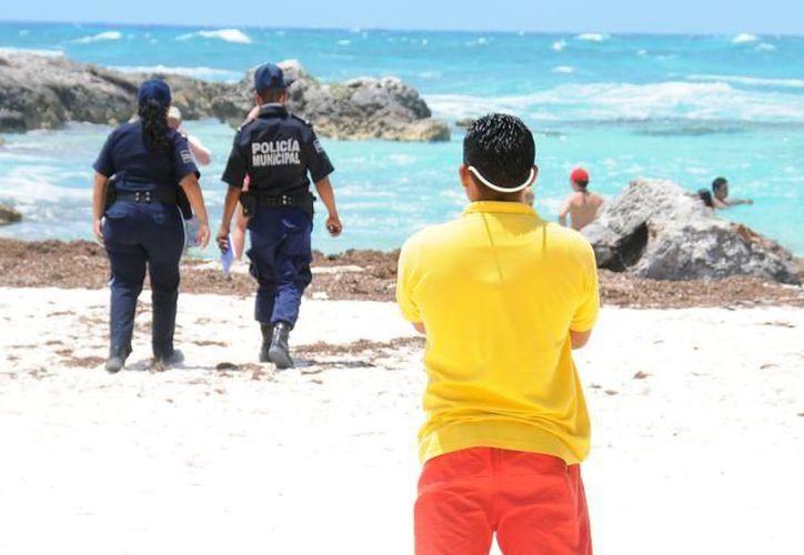 Sólo se registraron 10 acciones de rescate a bañistas locales y extranjeros por parte del cuerpo de guardavidas. (Cortesía/SIPSE)