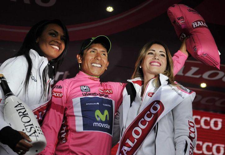 Nairo Quintana (centro) ganó la etapa 19 del Giro de Italia por sobre su compatriota Rigoberto Urán y el italiano Fabio Aru. (Foto: AP)