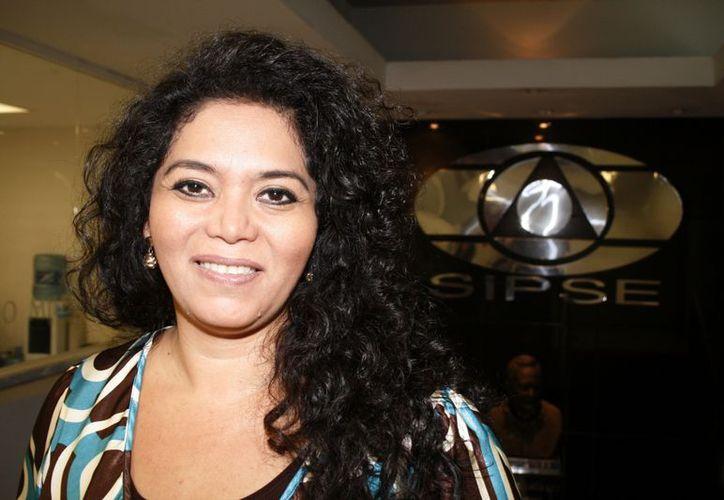"""""""Yo tengo dos profesiones, las dos me encantan, una es maestra y otra cantante"""", declaró Marilú Basulto. (Antonio Sánchez/SIPSE)"""