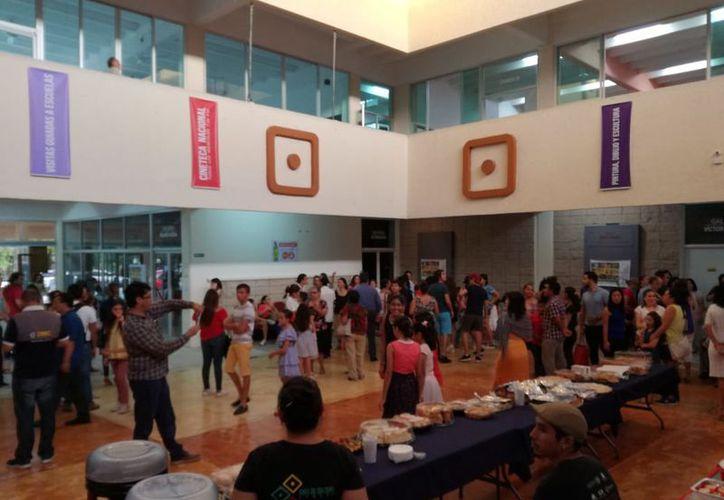 La exposición fue inaugurada ayer en la Casa de la Cultura. (Faride Cetina/SIPSE)