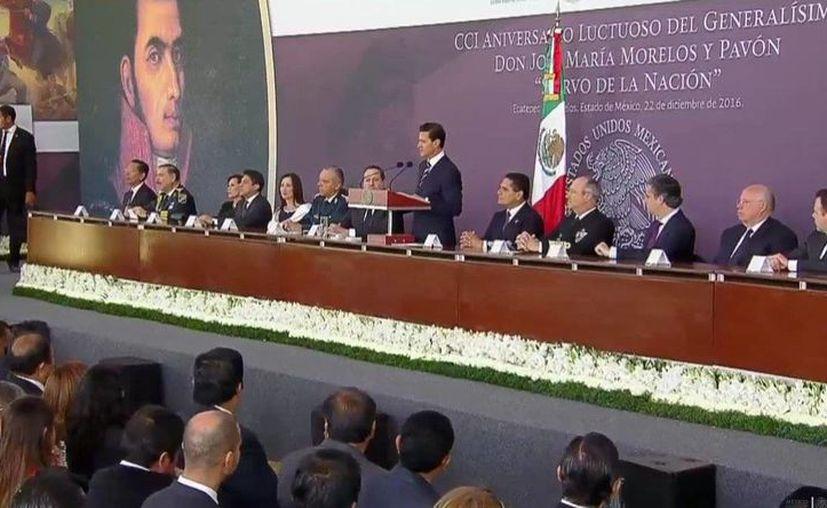 Enrique Peña Nieto acudió a la ceremonia con motivo del 201 Aniversario de la muerte del Generalísimo José María Morelos y Pavón, en Ecatepec. (@PresidenciaMX)