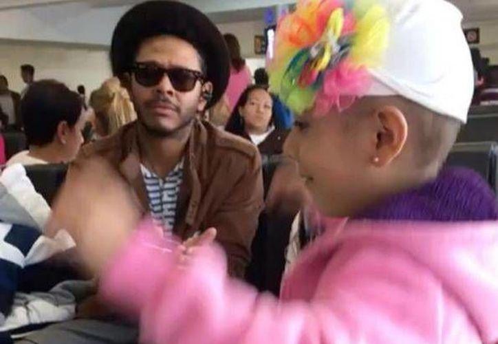 El cantante fue grabado en un video junto con una niña. (Instagram/Doctor Sonrisas)