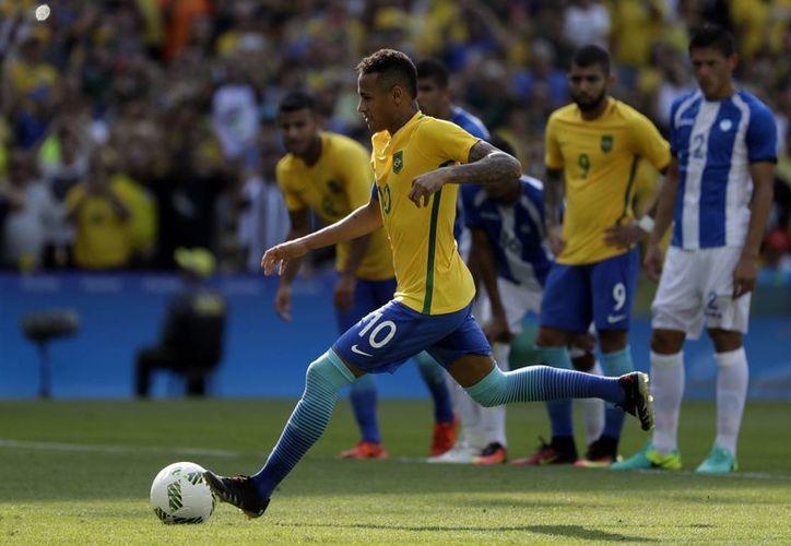 Neymar comandará a la selección brasileña que busca la medalla de oro, por primera vez en su historia. En 2012, perdieron ante México.(Felipe Dana/AP)