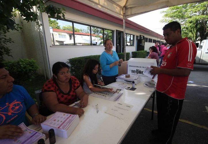 Aseguran que los empresarios deben dar permiso para que sus trabajadores salgan a votar. (Harold Alcocer/SIPSE)