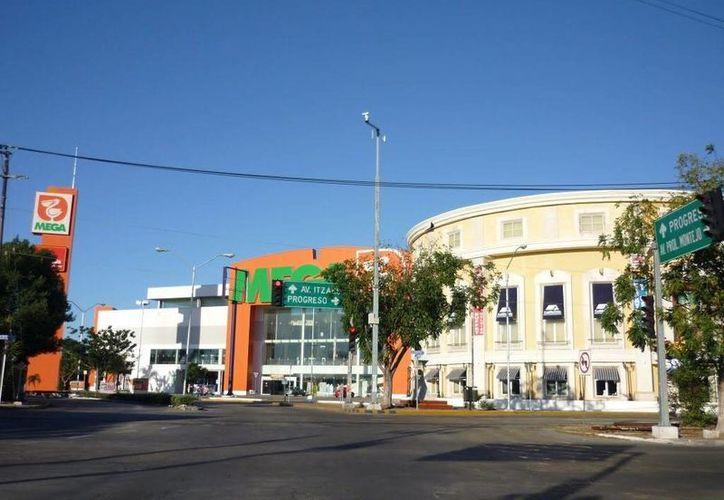 Soriana y Chedraui pugnaron el año pasado por la compra de la Comer. Imagen de Megabalcones de Comercial Mexicana , en la ciudad de Mérida, Yucatán. (Archivo/SIPSE)
