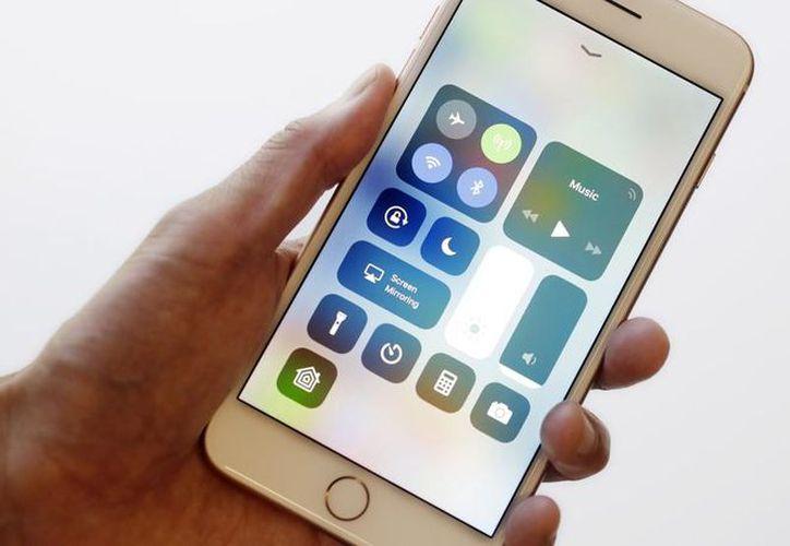 El iPhone cuenta con un modo especial para consumir menos de batería. (López Dóriga Digital)