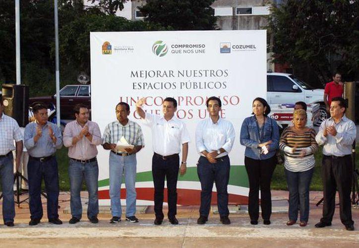 Anuncio de obras en  beneficio para miles de familias cozumeleñas. (Cortesía/SIPSE)