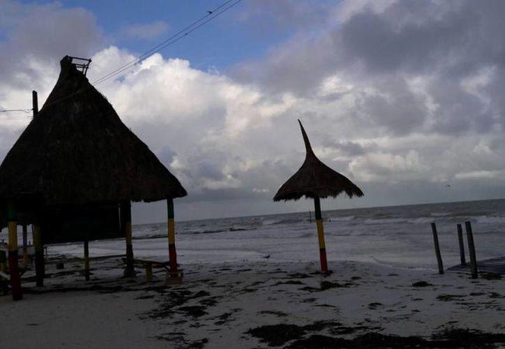"""En la isla se han registrado precipitaciones pluviales conocidas como """"chipi chipis. (Raúl Balam/SIPSE)"""