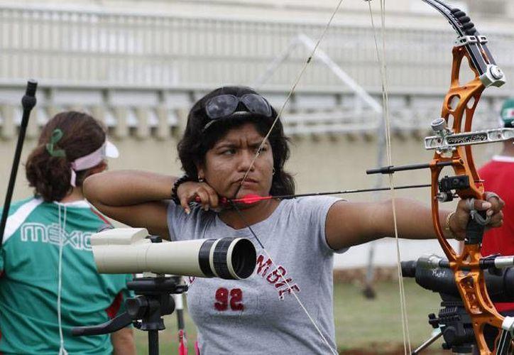 Crisanto Espinoza, esta colocada en el tercer lugar nacional de la rama femenil. (Milenio Novedades)