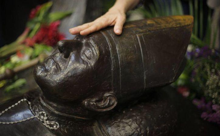 Foto tomada el pasado 24 de marzo en la que se registró a la tumba del arzobispo de San Salvador, Óscar Arnulfo Romero, en la Catedral Metropolitana de San Salvador. (EFE/Archivo)
