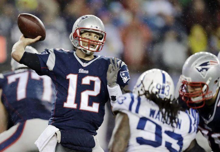 Una vez listo el informe de la NFL que señala que Patriots de Nueva Inglaterra desinflaron balones en el partido que ganaron y que les dio el acceso al Super Bowl, Tom Brady (foto) no quedó exento de culpa. (Foto de archivo de AP)