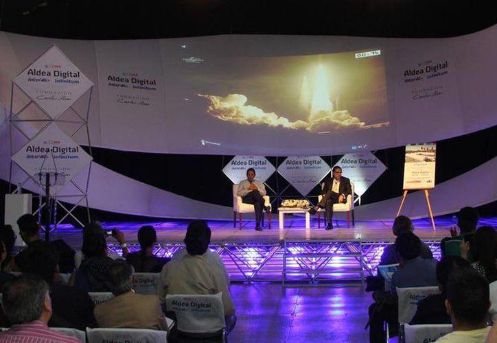 Los expertos Antonio Bocigas y Humberto Fuentes narraron las incidencias del lanzamiento. (Foto: Cortesía/Telmex)